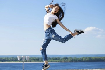 С чем носить женские джинсы: от скинни до бойфрендов