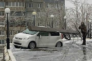 Ледяной апокалипсис в Приморье: поваленные деревья, разбитые авто и серьезные коммунальные аварии