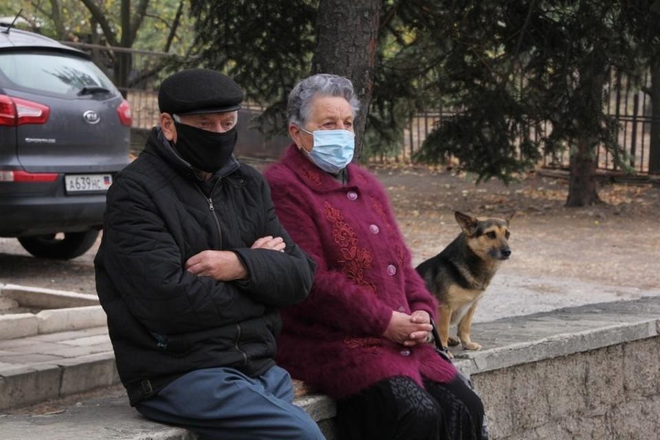 Пенсионеры из Донецка для получения украинских пенсий прибегают к помощи родственников и друзей, а также различных фирм по обналичке