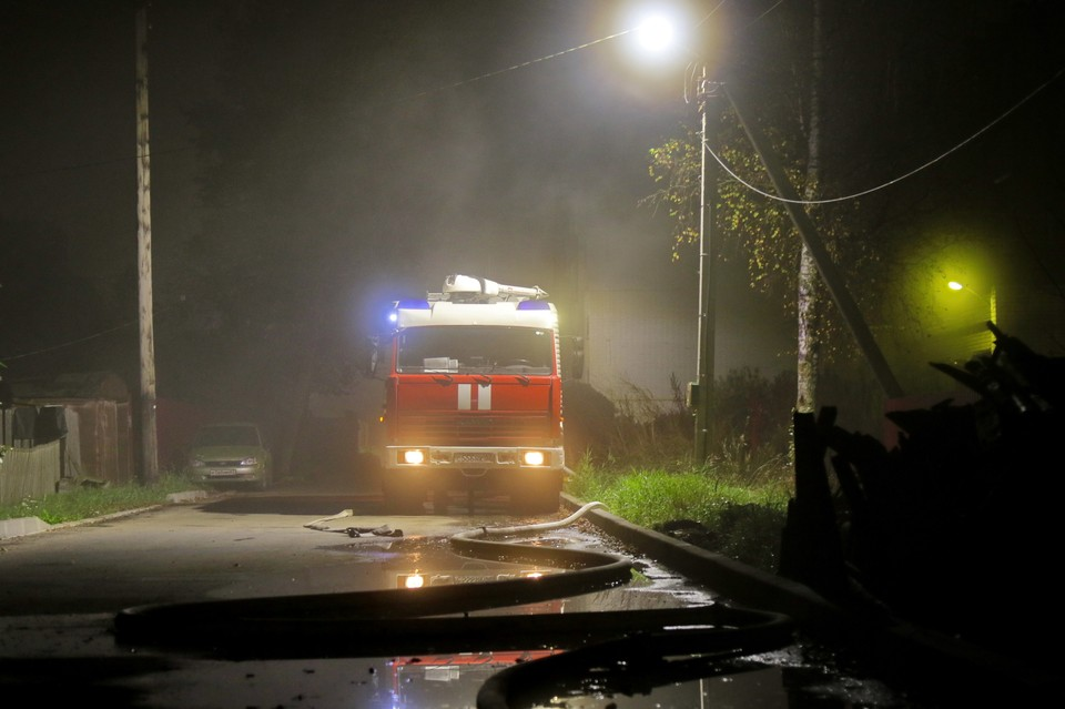 В Смоленском районе рано утром сгорела бытовка в деревне Талашкино