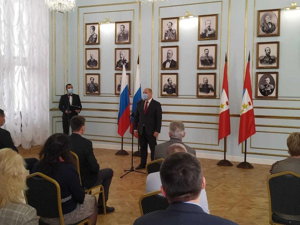 Михаил Развожаев лично вручил награды медикам