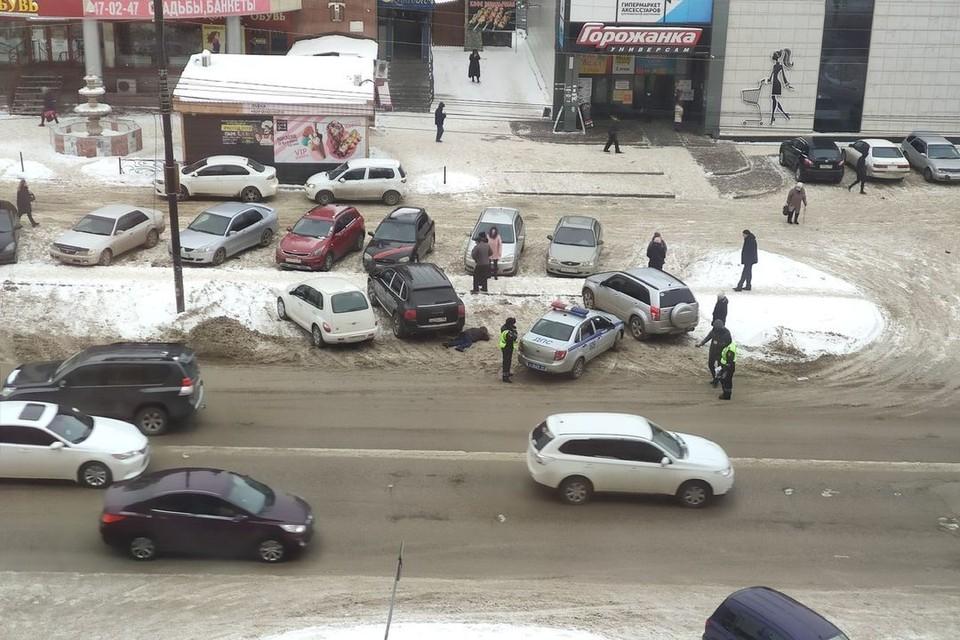 Пешеход погиб под колесами автомобиля.