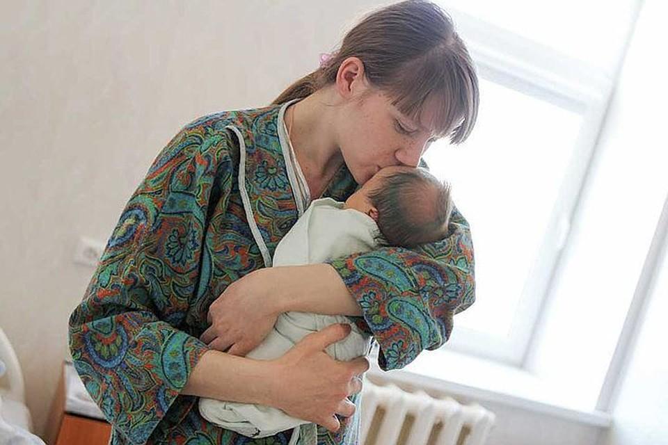 В большинстве случаев женщины спокойно вынашивают и рожают здорового ребенка