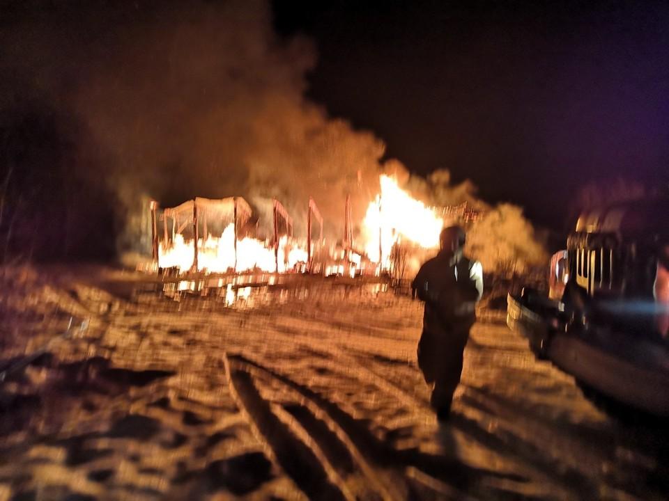 Огонь вспыхнул в частном жилом доме, расположенном в селе Николаево Фаленского района. Фото: 43.mchs.gov.ru