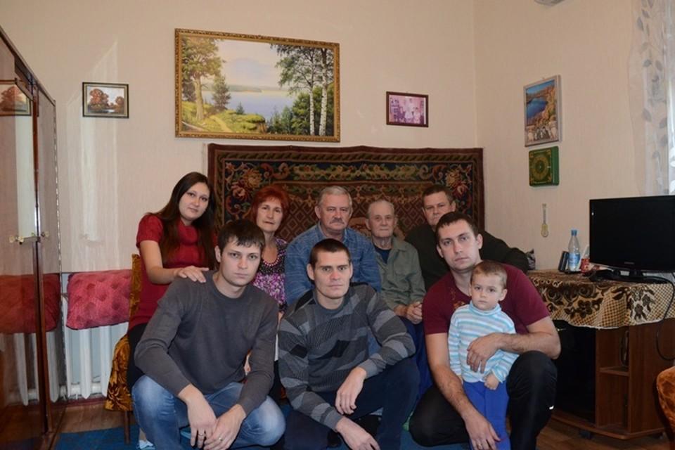 На этом фото 2013 года собралась почти вся трудовая династия Федосеевых. Фото из личного архива семьи Федосеевых.