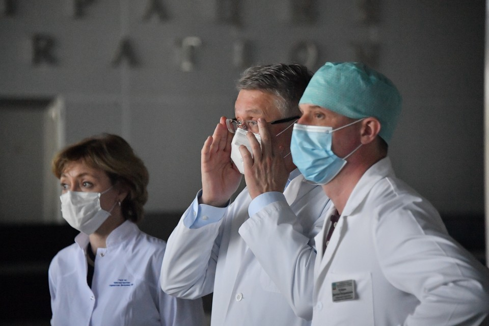 За последние сутки в России выявлено 24 326 новых случаев коронавируса.