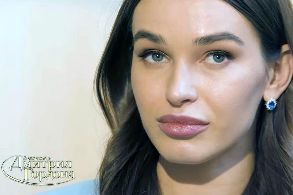 Анна Дурицкая во время интервью.