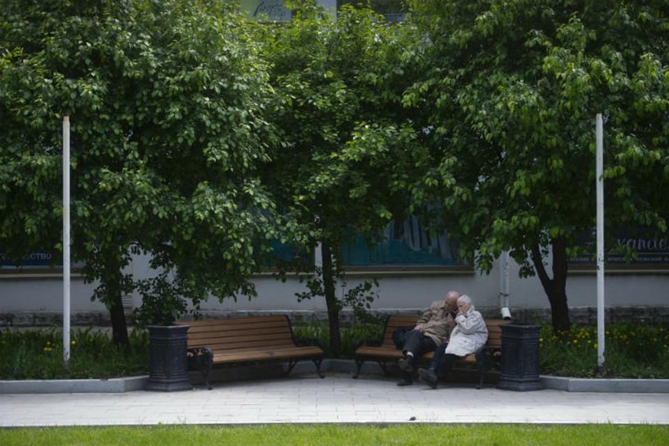 Пожилым людям сейчас лучше оставаться дома