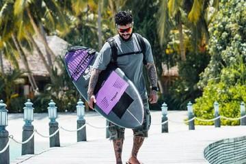 Звезды-экстремалы: Тимати занимается серфингом, а Яна Чурикова — фанат дайвинга