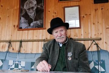 «Бросил курить, ходить не могу - задыхаюсь»: 90-летний артист Иван Краско после коронавируса не может вернуться на сцену
