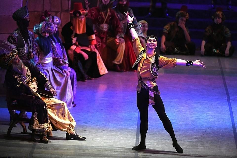 С момента первой постановки «Корсара» прошло более 160 лет, и за это время постановок было очень много.