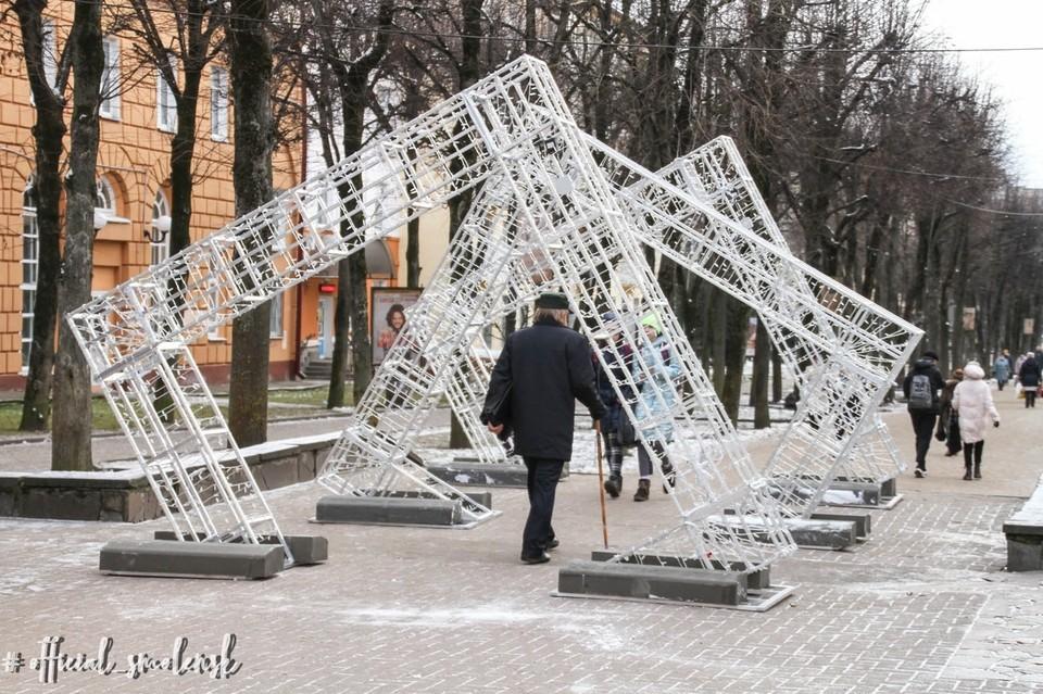 Новогодние украшения появились на улицах Смоленска. Фото: администрация г. Смоленска.