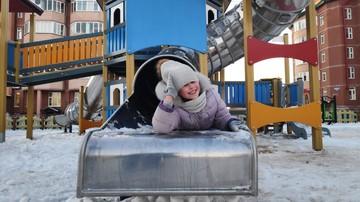 В Тарко-Сале отремонтировали детскую площадку в рамках нацпроекта