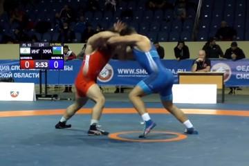 «И пошло месиво»: драка кавказских бойцов на чемпионате по борьбе попала на видео