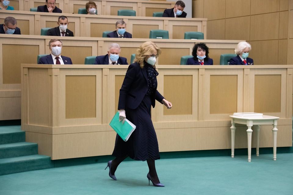 """Голикова назвала различия между вакцинами от коронавируса """"Спутник V"""" и """"ЭпиВакКорона""""."""