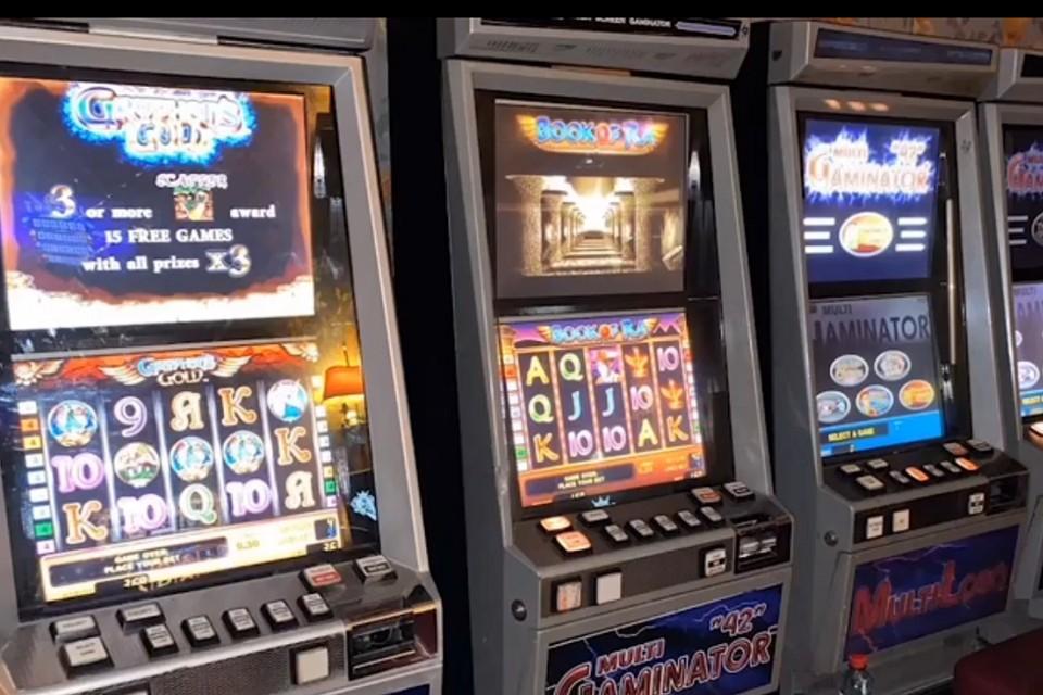 Спб игровые автоматы играть бесплатно эмулятор игровые автоматы торрент