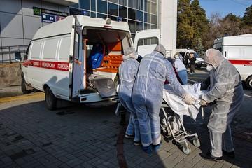 Что делать, если родителей увозят в больницу с коронавирусом, а маленьких детей не с кем оставить