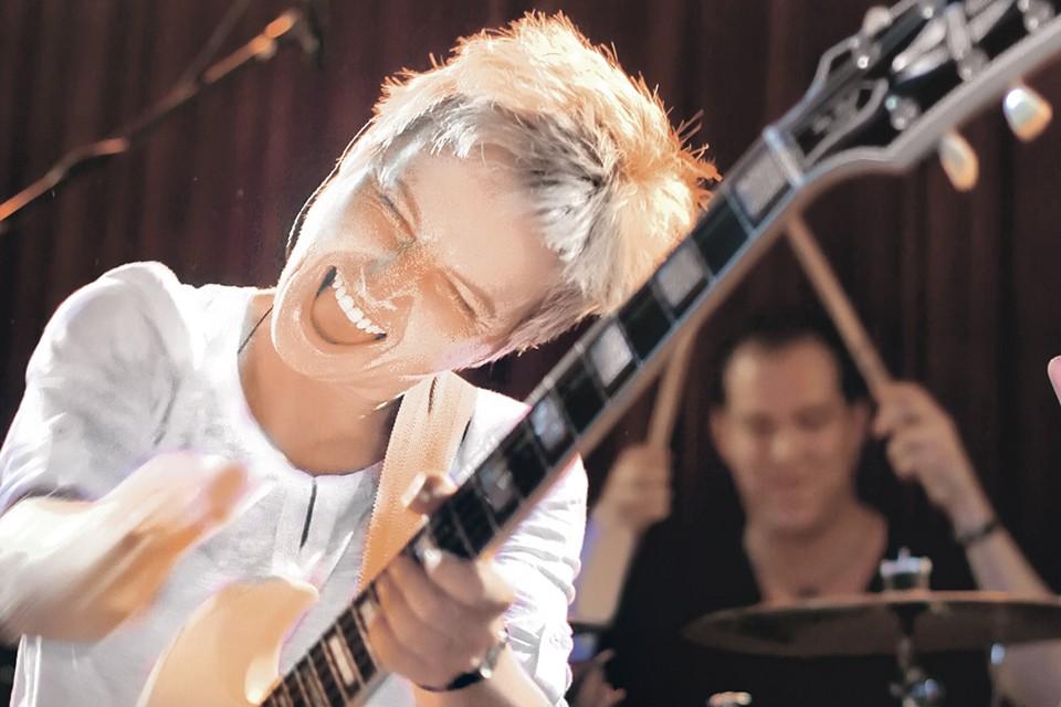 Уйдя из группы «Ночные Снайперы», Светлана успешно выступает с собственным коллективом «Сурганова и Оркестр». Фото: Личный архив