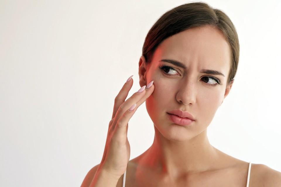 Кожа может стать сухой по разным причинам, включая возраст, да и любые другие гормональные изменения в организме