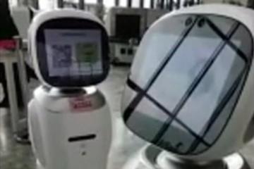 В Китае роботы, работающие в библиотеке, поругались друг с другом
