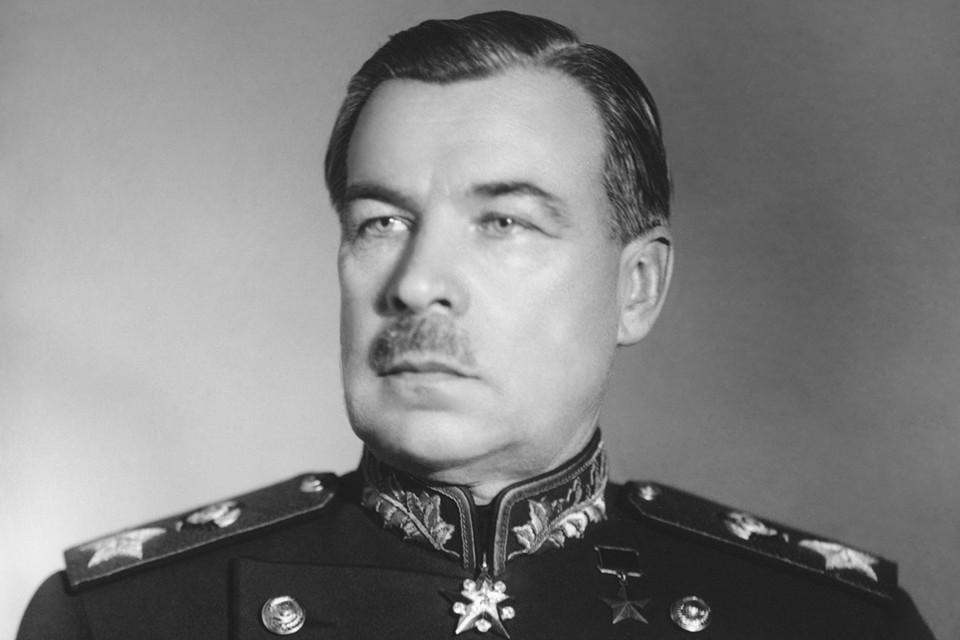 Одна из самых интересных историй - о маршале Советского Союза Леониде Говорове. В годы Великой Отечественной войны маршал оборонял Ленинград, но, раньше, в звании поручика, воевал на стороне колчаковской армии.