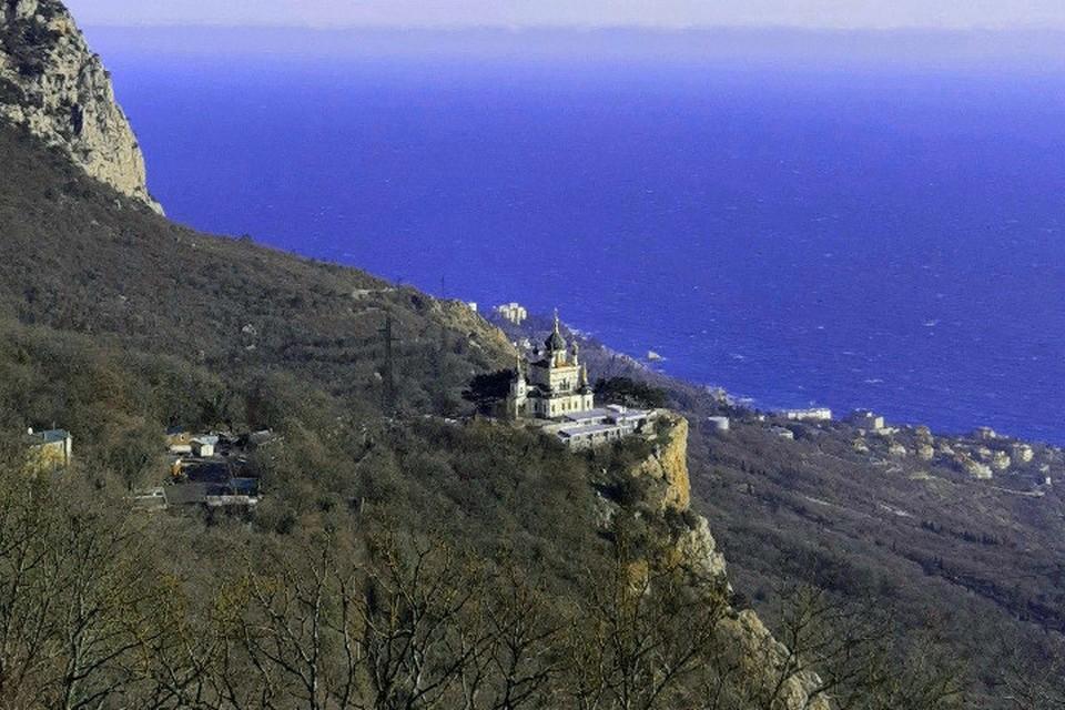 Январский Крым привлекателен для туристов. Форосская церковь