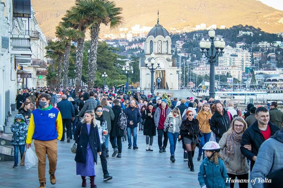 Теплый январь привлек в Крым сотни туристов. Фото: Андрей Бурдейный