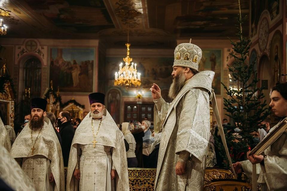 Рождество 2021 в Новосибирске: лучшие фото с храмов и праздничного города