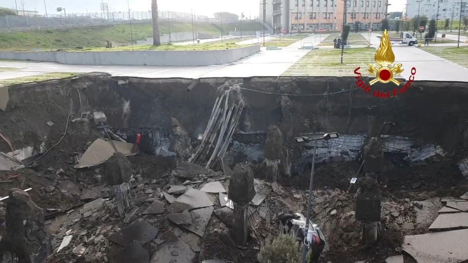 В Италии на стоянке у больницы произошел взрыв