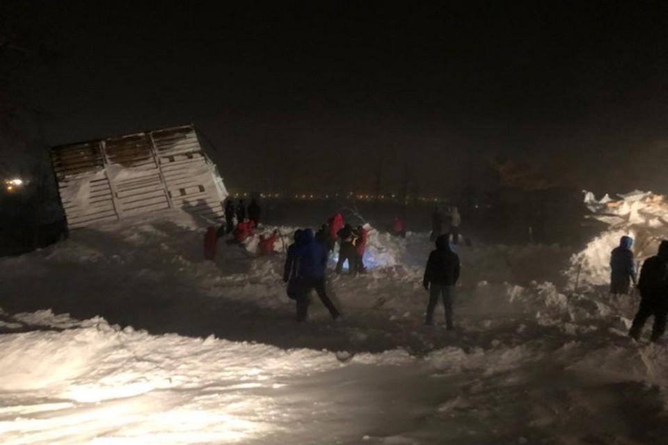 На севере Красноярского края из-под лавины спасли семью с детьми. Фото: ГУ МЧС России