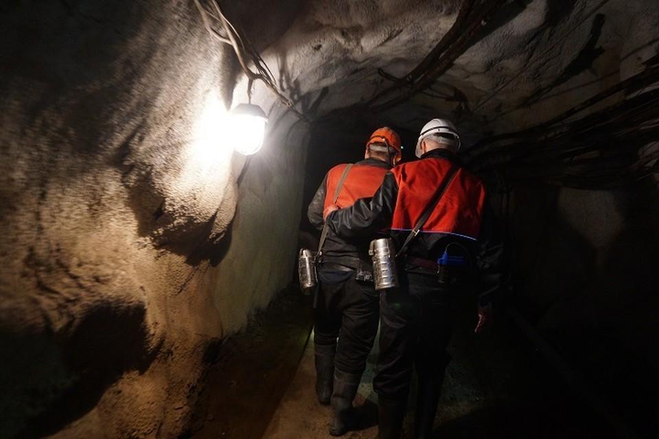 Около 200 шахтеров эвакуировали