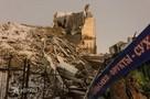 В Екатеринбурге у здания ПРОМЭКТа при сносе рухнула стена и обломками зацепила киоск и крытый переход на тротуаре