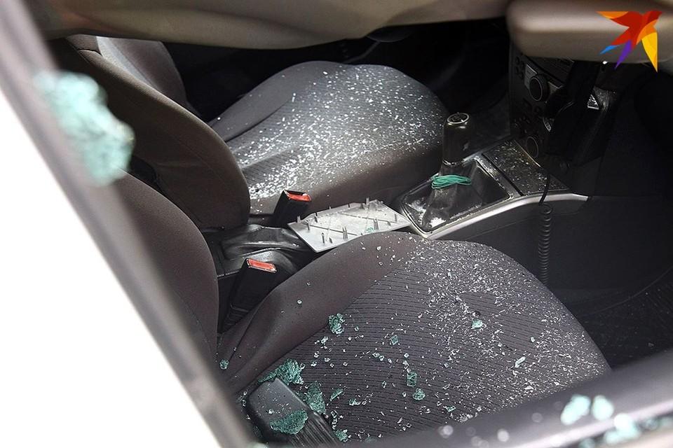 Житель Березы разбил боковое стекло в автобусе, в котором ехали милиционеры.