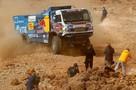 «Камазы» «давят» соперников, все остальные блуждают по пескам: Что происходит на «Дакаре»-2021