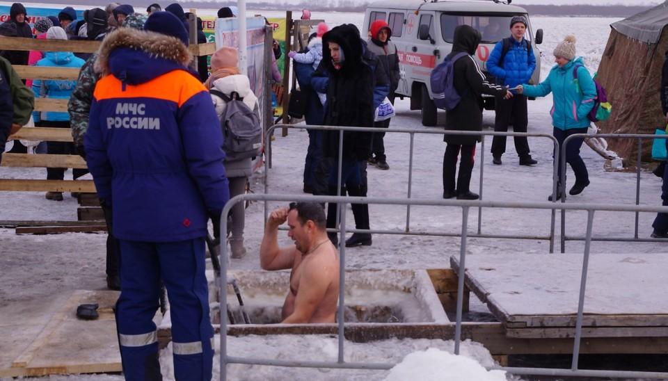 Крещенские купания в Приамурье привлекали массу желающих окунуться. Фото: ГУ МЧС России по Амурской области