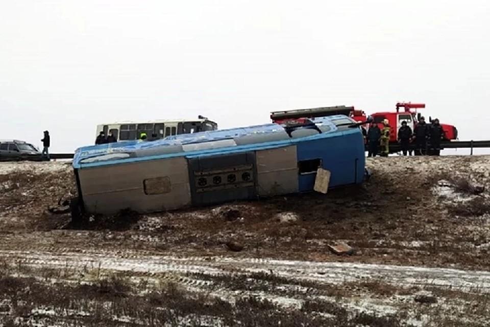 По данным Госавтоинспекции, причиной аварии мог стать сильный боковой ветер. Фото: официальный портал Правительства Ростовской области