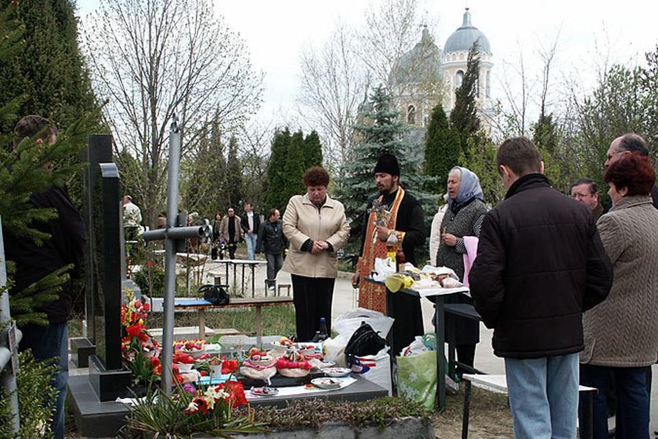 Родные имеют право захоронить своего умершего родственника там, где пожелают.