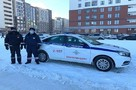 Автобус не приехал, телефон разрядился: в Екатеринбурге автоинспекторы спасли школьницу, которая замерзала на остановке