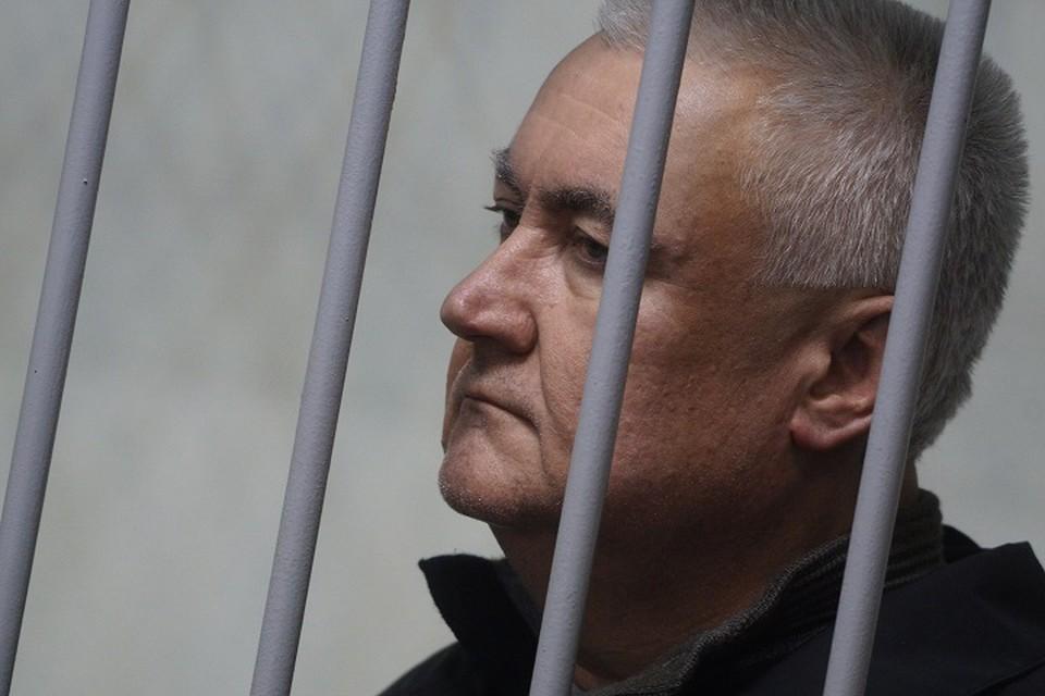 По версии следствия, бизнесмен передавал взятку Миронову, а также украл щебень на 4,5 миллиона рублей