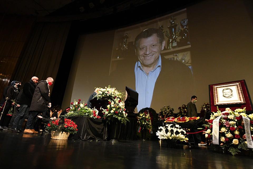 Организовать прощание и похороны Бориса Грачевского помогли друзья режиссера