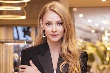 Ходченкова в честь 38-летия снялась без юбки