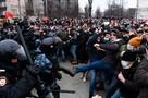 Силовиков били по голове и хватали за шею: после акций 23 января СК России возбудил 21 уголовное дело
