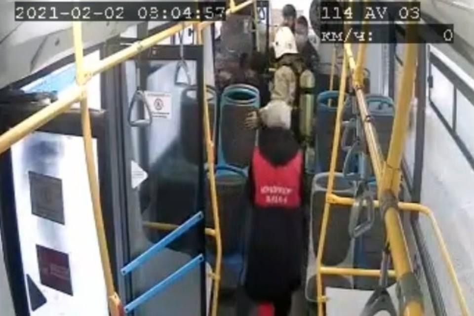 Не поел с утра и потерял сознание: в Казани водитель и кондуктор автобуса оказали первую помощь ребенку