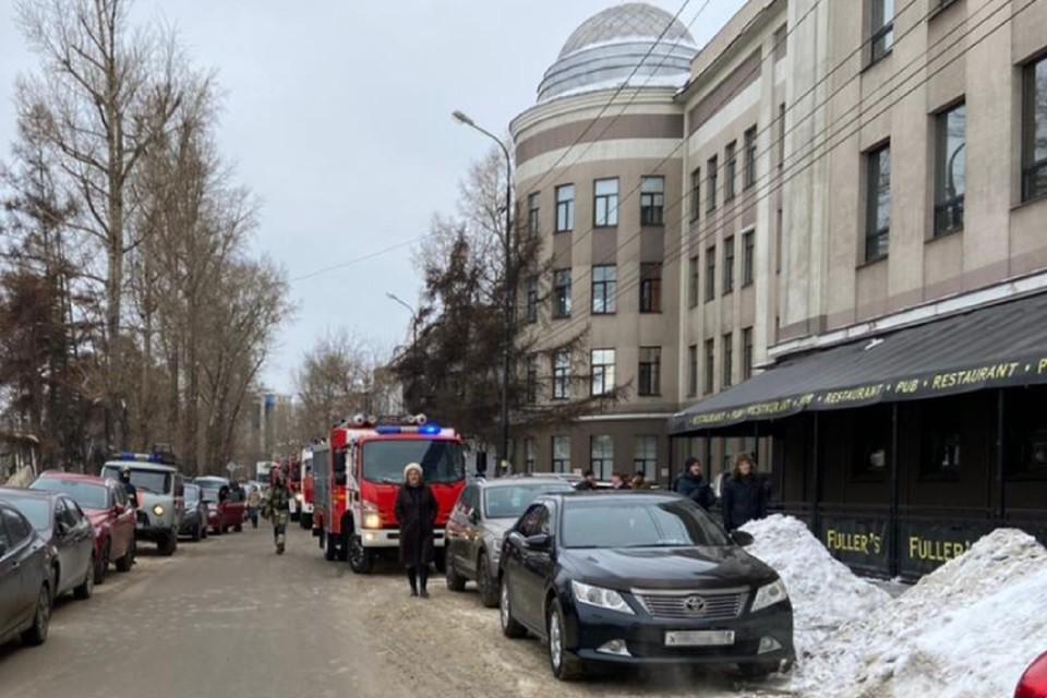 Один человек пострадал при задымлении в здании Иргиредмета в Иркутске. ФОТО: ГУ МЧС России по Иркутской области.