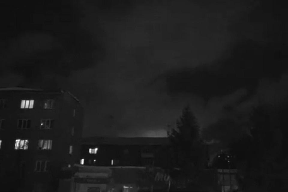 Над городом собрались плотные кучевые облака. Фото: стоп-кадр.