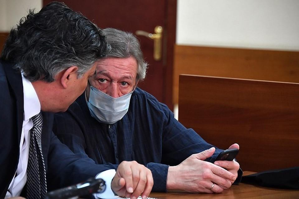 По делу о ложных показаниях и Михаил Ефремов, и Эльман Пашаев пока проходят в статусе свидетелей