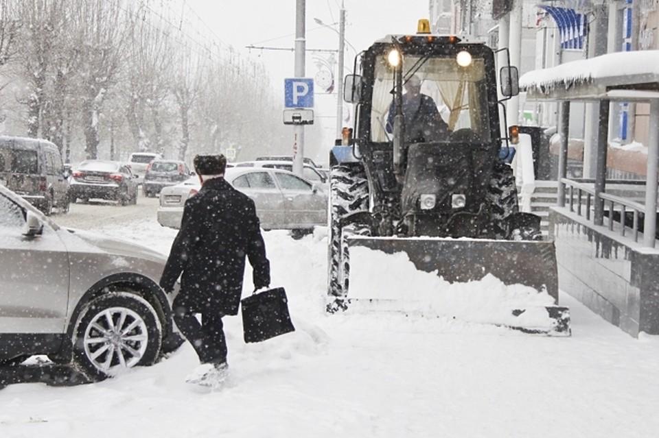 Вопросы уборки снега мэр обсудила с главами округов во время объезда.