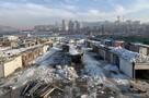 Под снос: во Владивостоке разбирают легендарный рынок на Спортивной