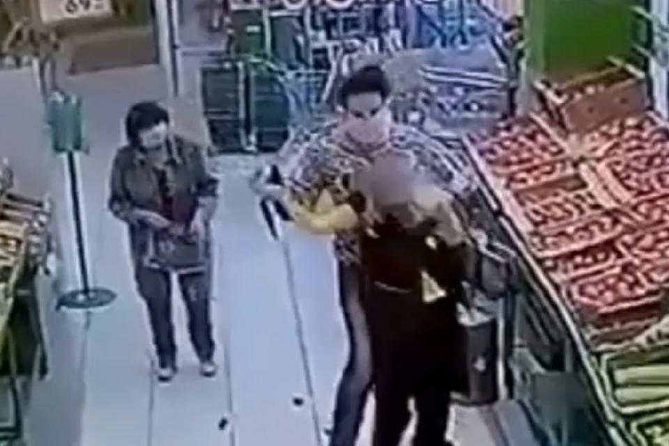 Нападение было неожиданным - продавщица даже не была знакома со злоумышленницей.