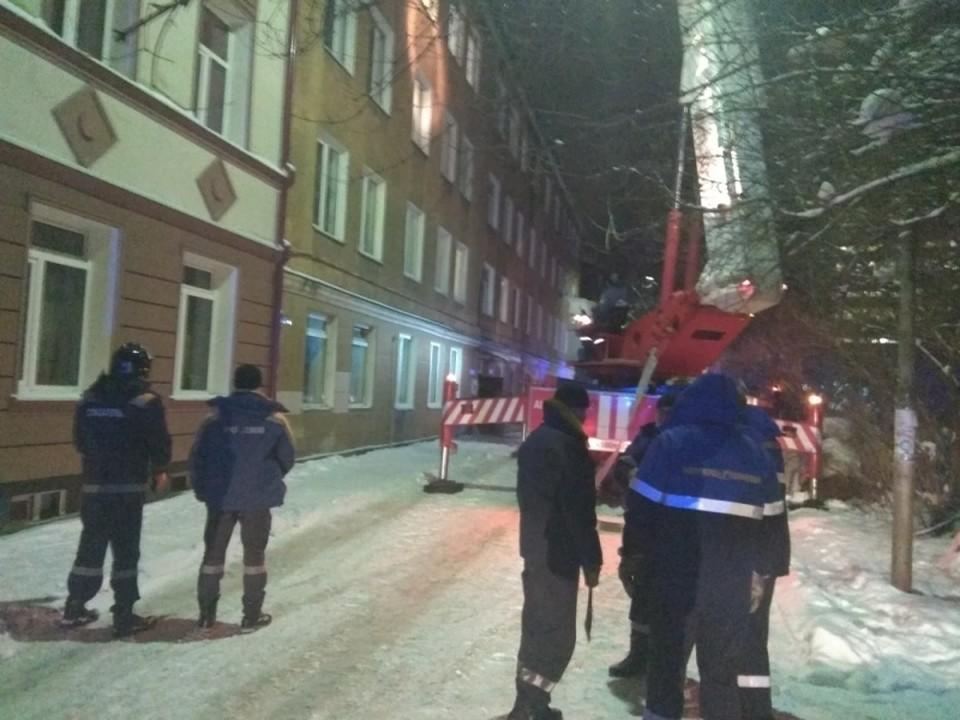 Пожар на улице Сибирской перепугал жителей соседних домов.
